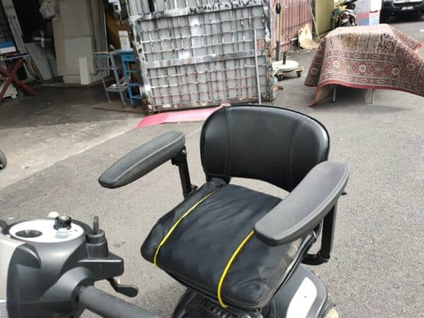 Electric Wheelchairs cum scooter seat