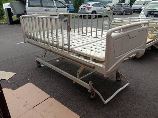 Paramount 3 Crank manual hospital bed with rail