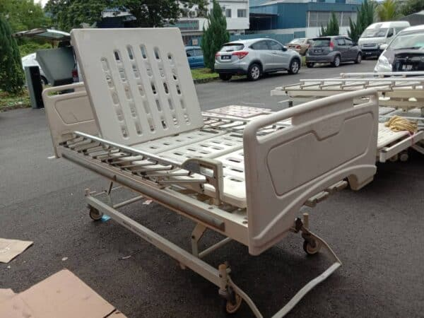 Paramount Manual Medical Bed with adjustable headrest