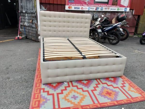 Seahorse queen leather bed with storage