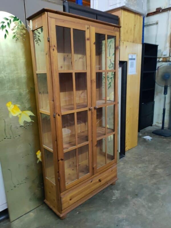 Pinewood Bookshelf